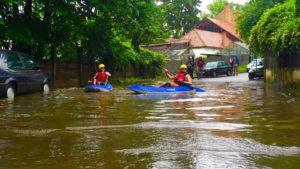 cluj-inundatii-caiac