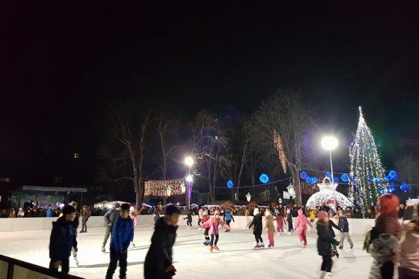 S-a deschis patinoarul din Floresti. Cum a fost sarbatorit 1 Decembrie in localitate - Vezi foto