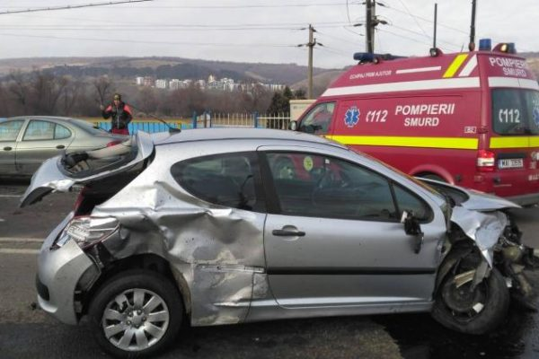 Sase (6) autoturisme implicate intr-un accident in zona VIVO (Floresti)