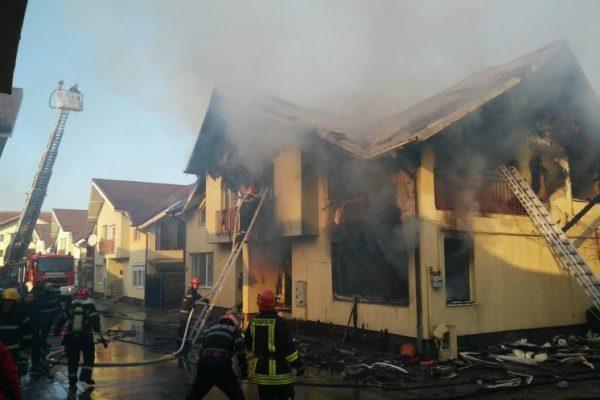 Doua locuinte dintr-un imobil au luat foc in Floresti, pe strada Sub Cetate, iar doua persoane au avut nevoie de ingrijiri medicale