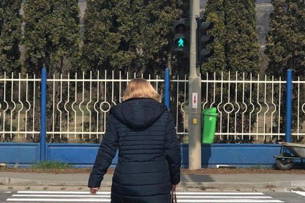 Trecerea de pietoni de la Metro a devenit semaforizata, iar Politia Rutiera a interzis virajul la stanga. Vezi comunicatul primarului H.Sulea!