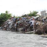 """Petitie pentru igienizarea malurilor Somesului: """"Este o rușine pentru Cluj și Florești că avem un râu care duce cu el în aval de la ambalaje, la frigidere și chiar canapele și dulapuri, nemaivorbind de tonele de moloz"""""""